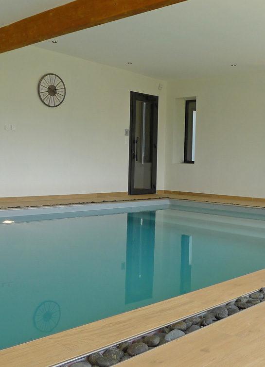Maison de plain pied avec piscine intérieure - Demeures Marines
